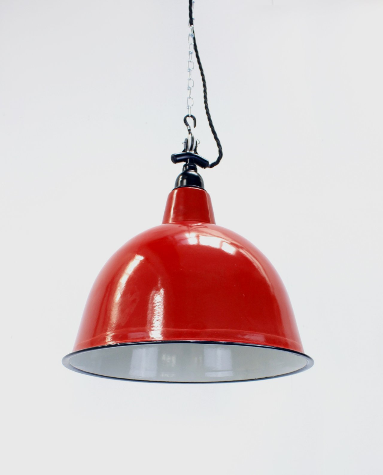 Red cloche with black