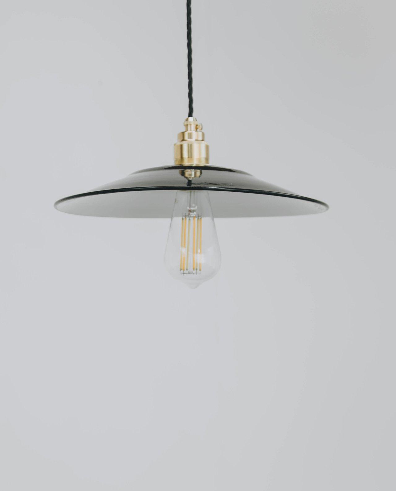 black saucer brass lampholder